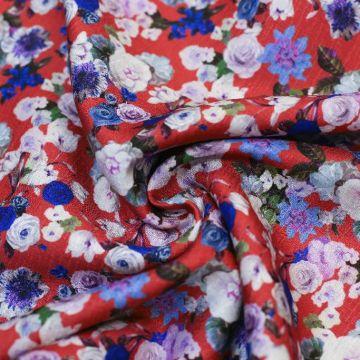 ф5892 Valentino. Синие и белые кустовые розочки на красном (100% шелк). Италия.