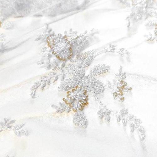 ф3113 Белая сетка с бисерными цветами-каплями по бордюру