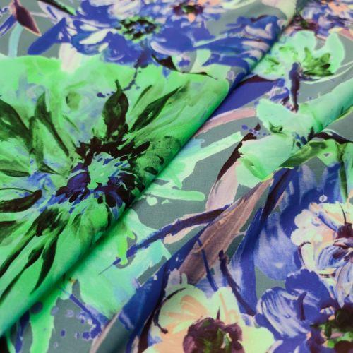 ф5915 Ungaro. Синие и зеленые хризантемы на жоржете (95%шелк 5%эластан). Италия.