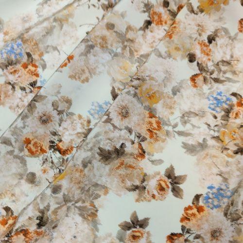 ф5918 Valentino. Чайные почвопокровные хризантемы на мятном крепдешине (100% шелк). Италия.