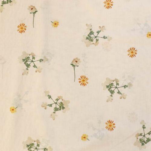 ф5095 Сатин с нежными полевыми цветочками, развеянными по белому полю (100% хлопок).