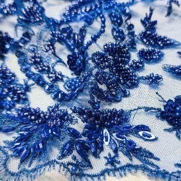 ф3552 Соцветия из сапфирового бисера на синей сетке