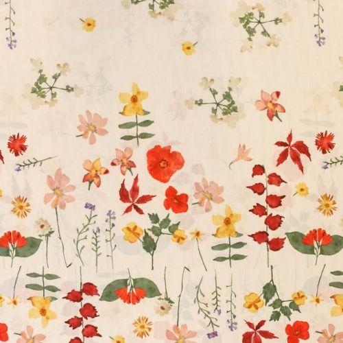 ф5097 Сатин с полевыми цветочками и маками, равноме развеянными на белом снегу (100% хлопок).