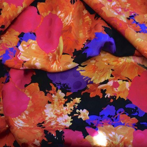 ф3267 Рыжие и малиновые пионы на черном гороховом жаккарде