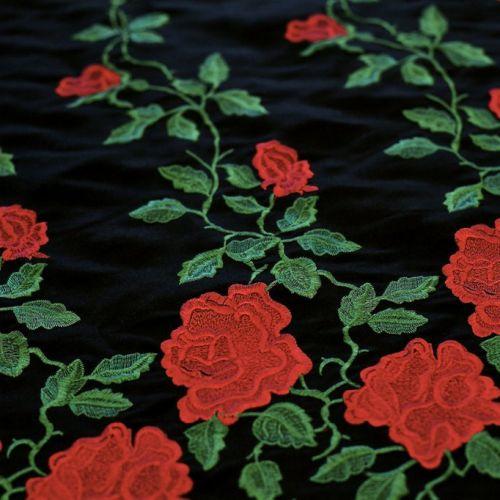 ф3365 Dolce and Gabbana Вышитые розы на черном сатине