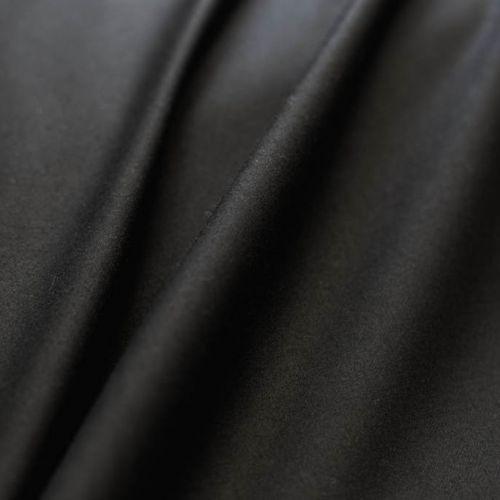 ф5486 Guabello. Черная ткань гладкого переплетения (100% шерсть).
