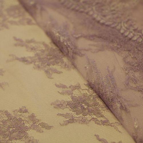 9574 Сиренево-серебрянное кружево с рожковыми розами по фестону