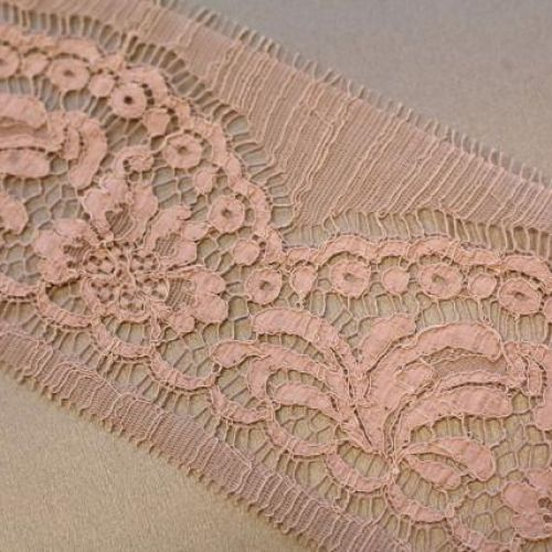 ф3975 Riechers Marescot Узк корд кружево с розовыми хризантемами