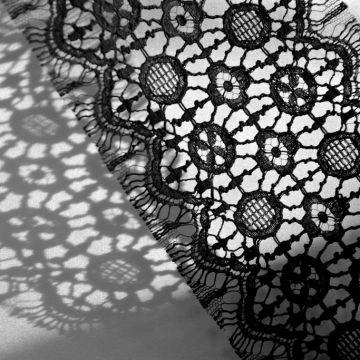 ф4467 Sophie Halette Черное узкое кружево с мережками и медальонами