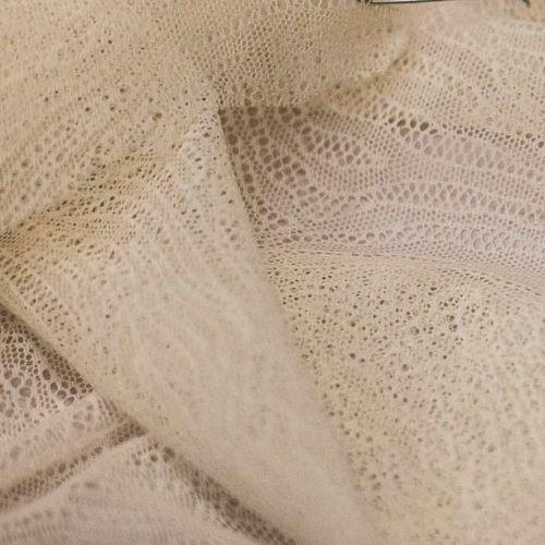 и0015 Кружево экрю с дырчатыми листьями папоротника
