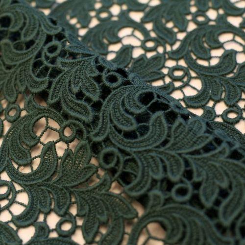 ф1789 Ungaro Изумрудное макраме с листьями акации