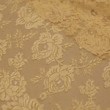 7050 Solstiss. Желтое двуцветное кружево с розами и бутонами
