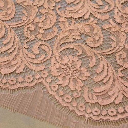 ф3984 Розовое кордовое кружево с фазаньими перьями