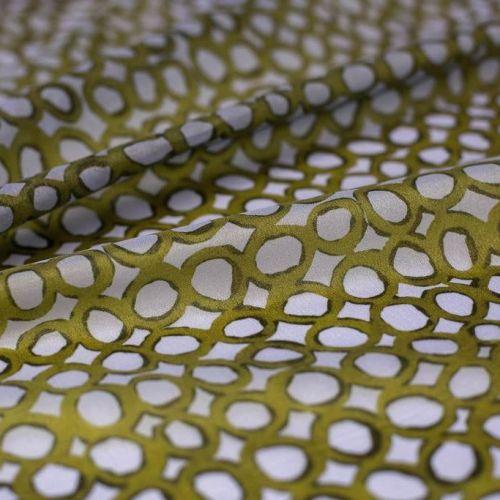 ф5536 Зеленые цепочки на сиренево-голубой органзе (100% п/эстер).