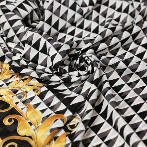 ф5569 Черно-белая треугольная графика с бордюром Art Nouveau. Шифон. (100% шелк)
