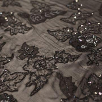 ф0386 Valentino. Бисерные розы и кленовые листья на черном шифоне